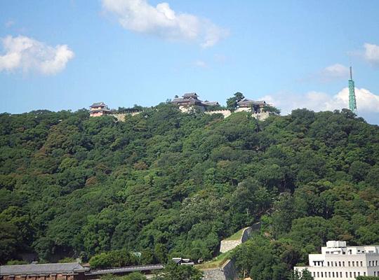 松山城 東京第一ホテル松山より